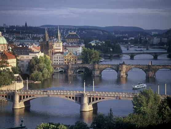 prague-bridges1.jpg